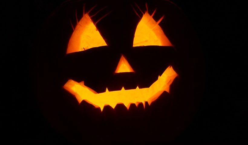 Comment se mettre dans l'ambiance pour Halloween ? (pour les accros du canapé)